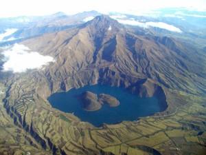 cuicocha_volcano_ecuador_photo_patricio_rmon_2003_igepn