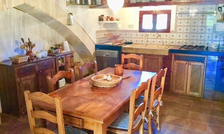 cocina+mesa+maderas+macizas+wood+kitchen+Holz+Küche